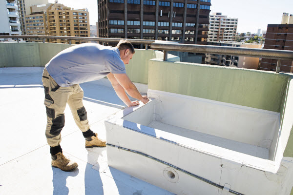 Man fixing concretes on a building